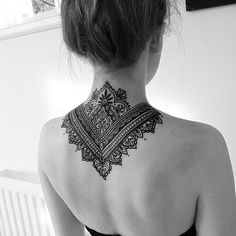 Beautiful henna tattoo on the back. These details are indescribable . - Beautiful henna tattoo on the back. These details are indescribable. Trendy Tattoos, Black Tattoos, New Tattoos, Body Art Tattoos, Sleeve Tattoos, Girl Tattoos, Back Of Neck Tattoos For Women, Neck Tattoos Women, Upper Back Tattoos