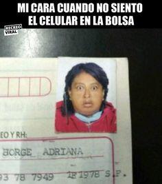 Se me sale el corazón Hispanic Jokes, Mexican Funny Memes, Dark Memes, Spanish Memes, Funny Vines, Comedy Central, Bts Memes, Like4like, Funny Pictures
