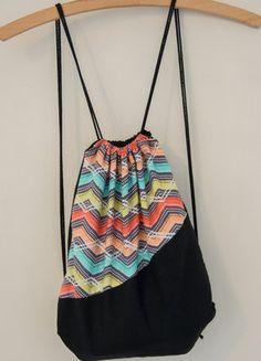Kupuj mé předměty na #vinted http://www.vinted.cz/damske-tasky-a-batohy/batohy/15056275-prakticky-a-krasny-designovy-ruksak-batoh-na-snurky