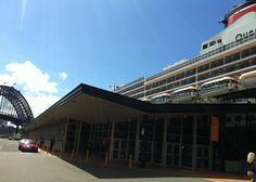 Cunard: Queen Mary 2 cruise liner at Circular Quay.