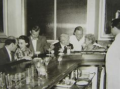 Hemingway at the Floridita bar - Havana, Cuba - famous for daiquiris Hemingway Cuba, Hemingway House, Ernest Hemingway, Traditional Cuban Food, Cuban Culture, Fishing Tournaments, Havana Cuba, Vintage Glamour, 30th Birthday