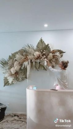Flower Wall Decor, Diy Wall Decor, Flower Decorations, Wedding Decorations, Flower Wall Backdrop, Backdrop Ideas, Diy Flowers, Paper Flowers, Wedding Dried Flowers