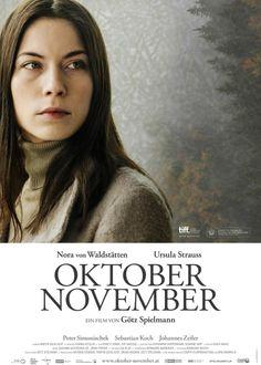 Filmtitel: Oktober November Titelschrift: Adobe Garamond http://www.fontshop.com/fonts/downloads/adobe/adobe_garamond_pro_complete_pack/ot_ps?&fg=000000&bg=ffffff&sample_size=36&sample_text=OKTOBER%20NOVEMBER&ft=liga
