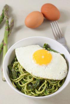 Asparagus spaghetti with a fried egg