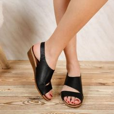 Sandale dama Laila - Red Heeled Mules, Slip On, Heels, Red, Black, Fashion, Sandals, Moda, Black People