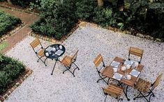 Oyster Shell Patio, Gardenista, crushed oyster shell path cover, anti weeds