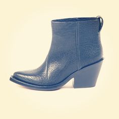 Killer boots by @acnestudios for #tenuedenimes #mesdames #acne