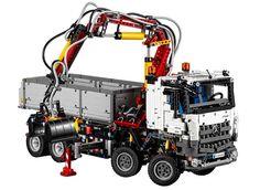 Mercedes-Benz Arocs 3245 by Lego Technic - http://autoproyecto.com/2015/07/mercedes-benz-arocs-3245-by-lego-technic.html?utm_source=PN&utm_medium=Pinterest+AP&utm_campaign=SNAP