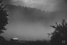 Elena Foresto Photographer Wedding car in the fog