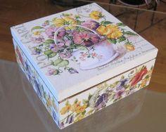 Decoupage tee box by aivitahenina on Etsy Decoupage Box, Decoupage Vintage, Fabric Painting, Painting On Wood, Tea Box, Pretty Box, Altered Boxes, Keepsake Boxes, Box Art