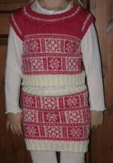 Sett med topp og skjørt Christmas Sweaters, Fashion, Moda, Fashion Styles, Christmas Jumper Dress, Fashion Illustrations, Tacky Sweater