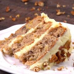 Taste the South with our easy hummingbird cake recipe, a dense banana and pineapple layer cake with warm spices, rich cream cheese frosting, and toasted pecans. Hummingbird Cake Recipes, Hummingbird Food, Bird Cakes, Cupcake Cakes, Cupcakes, Cake Decorating Turntable, Salty Cake, Toasted Pecans, Savoury Cake