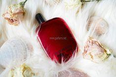Comme des Garcons Floriental е дървесно- пикантен аромат, предназначен за жени и мъже. Доминиращ акорд в аромата е сливата, сладка, силна и красива. Балсамови, дървесни, сладки, кехлибарени, плодови и топло- пикантни акорди съчетават един чаровен аромат.