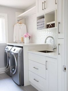 40 Outstanding Small Laundry Room Storage Design Ideas That Looks Awesome Laundry Room Organization, Laundry Room Design, Medicine Organization, Küchen Design, Layout Design, Design Ideas, House Design, Bath Design, Tile Design