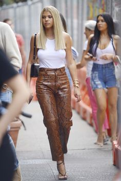 Sofia Richie, Summer Pants Outfits, Outfit Summer, Outing Outfit, Outfit Night, High Street Fashion, Celebrity Style Inspiration, Celeb Style, Everyday Outfits