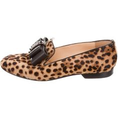 Pre-owned Christian Louboutin Ponyhair Bow Loafers (1,105 PEN) ❤ liked on Polyvore featuring shoes, loafers, animal print, calf hair loafers, christian louboutin shoes, bow shoes, leopard print shoes and loafer shoes