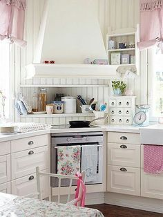 Cottage style white kitchen with table