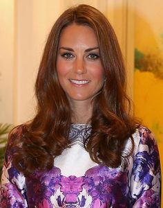 The British beauty chose one of her trademark blow-dry styles with heaps of volume for a dinner in Istana.