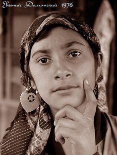 Romanlar by Eugene Domansky 1976 USSR Gypsy Trailer, Gypsy Caravan, Gypsy Life, Gypsy Soul, Gypsy Culture, Gypsy Women, Vintage Gypsy, Belly Dancers, Bohemian Gypsy