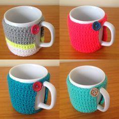Crochê+|+Capas+para+caneca+-+ManüMonuMei Crochet Kitchen, Crochet Home, Crochet Gifts, Crochet Baby, Free Crochet, Knit Crochet, Easy Crochet Patterns, Crochet Designs, Crochet Wallet
