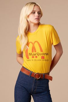 Look like summer 1975 in this Mary Jane 70's Weed Tee from @stonedvintage #vintage #tee #yellow