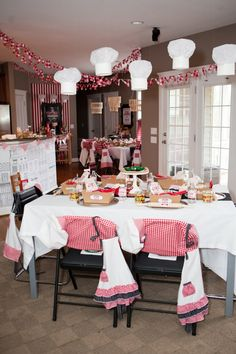 pizza birthday party - love the gingham bunting!