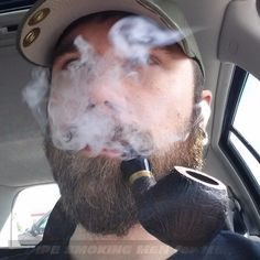 Pipe Smoking, Man Smoking, Cigarette Pipe, Male Pattern Baldness, Mens Attire, Business Dresses, Sexy Men, Hot Men, Smokers