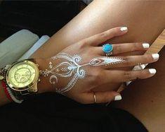 white henna designs 9 Hena Tattoo, White Henna Tattoo, Henna Body Art, Mehndi Tattoo, Henna Tattoo Designs, Mehndi Designs For Hands, Mehndi Art, Henna Art, Designs Mehndi