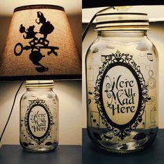 Tarro de masón carácter lámpara inspirado en Alicia en el país