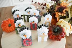 Turkey Place Cards by Wendy Antenucci for We R Memory Keepers. Thankful Heart, We R Memory Keepers, Punch Board, Craft Projects, Place Cards, Turkey, Gift Wrapping, Create, Places