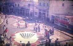 Tapetes de serragem da Alameda Rainha Santa, para os festejos de julho da Vila Santa Isabel (São Paulo, anos 60) Colaborou com a foto: Tammaro Luigi Giaccio