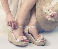 #esparto #cuña #plataforma #boda Sexy Wedding Shoes, Wedge Wedding Shoes, Jute, My Perfect Wedding, Cute Shoes, Wedge Heels, Marie, Shoe Boots, Espadrilles