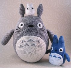 Crochet Totoro, Chu Totoro, and Chibi Totoro patterns from the anime Tonari no Totoro (My Neighbhor Totoro) by Lucyravenscar (Angry Angel), via Flickr.   Click through to find the patterns for these cuties.