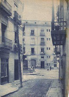Calle de la Villa.  Al fondo, la plaza de la Cruz Verde. Anteriormente la…