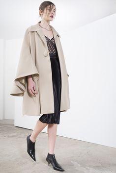 Sharon Wauchob Fall 2016 Ready-to-Wear Fashion Show