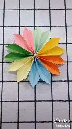 Paper Flowers Craft, Paper Crafts Origami, Paper Crafts For Kids, Origami Art, Origami Flowers, Easy Origami Flower, Diy Crafts Hacks, Diy Crafts For Gifts, Paper Decorations