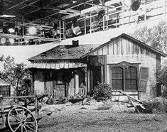 Green Acres set at General Service Studios, Hollywood. 70s Tv Shows, Old Shows, Go To Movies, Tv Westerns, Home Tv, Vintage Tv, Celebrity Houses, Filming Locations, Historia
