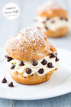 Cannoli Cream Puffs - these are one of the best desserts I've ever eaten! Seriously, cream puffs + cannoli = very happy tummy Just Desserts, Delicious Desserts, Dessert Recipes, Yummy Food, Donuts, Yummy Treats, Sweet Treats, Cannoli Cream, Cannoli Filling