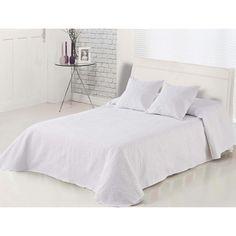 Colcha Bouti Blanca bordada con detalles ornamentales. Una colcha elegante para dormitorios en los que se desea una decoración minimalista o un estilo nórdico. Confeccionada con un elegante tejido de gran calidad y suave acolchado de grosor medio.