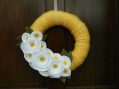 Summer Wreath - Spring Wreath - Yellow Yarn Wrapped Wreath with Yellow and White Flowers and Olive Leaves...loveee these flowers!