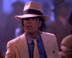 Photo of Dreamy Michael Jackson for fans of Michael Jackson 20644538 Michael Jackson Smooth Criminal, Michael Jackson Funny, Jackie Jackson, Gotham, Memes Historia, Sherlock, Mj Bad, Bad Songs, Legendary Singers