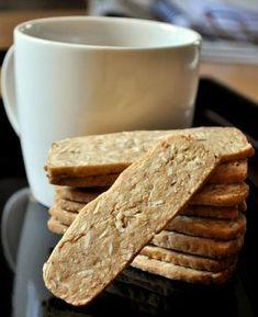 Crispy Almond Thins are slice and bake cookies, meaning that the dough is shaped and chilled, then sliced into uniform pieces before baking. Thin Biscotti, Biscotti Recipe, Scones, Buttery Shortbread Cookies, Almond Cookies, Chocolate Cookies, Chocolate Ganache, Biscuit Cookies, No Bake Cookies