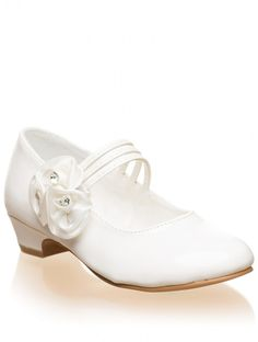 Girls ivory shoes Ivory flower girl shoes Roco is part of Communion shoes - Shop for girls ivory flower girl shoe Lourdes at Roco Perfect as a girls ivory bridesmaid shoe with free UK delivery Prom Shoes, Wedding Shoes, Dress Shoes, Flower Girl Shoes, Girls Shoes, Flower Girls, Ivory Bridesmaid Shoes, Communion Shoes, Toe Injuries