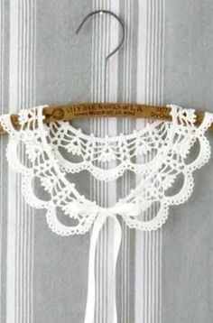"""The location where building and construction meets style, beaded crochet is the act of using beads to decorate crocheted products. """"Crochet"""" is derived fro Crochet Collar Pattern, Col Crochet, Crochet Lace Collar, Bead Crochet, Crochet Motif, Crochet Stitches, Crochet Baby, Crochet Necklace, Crochet Patterns"""