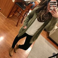 Shop Your Screenshots™ with LIKEtoKNOW.it, a shopping discovery app that allows you to instantly shop your favorite influencer pics across social media and the mobile web. Fall Outfits For Teen Girls, Fall Outfits For Work, Outfits With Hats, Casual Fall Outfits, Mom Outfits, Office Outfits, Fall Winter Outfits, Cute Outfits, Office Dresses