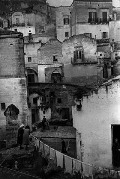 Sassi di Matera, Basilicata, Italy, 1951 by Henri Cartier-Bresson, Magnum Photos Henri Cartier Bresson, Candid Photography, Street Photography, Walker Evans, Vintage Italy, French Photographers, Jolie Photo, Magnum Photos, Vintage Photographs