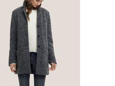 Crombie Coat und weicher Strickpulli zur soften Slimfit Jeans