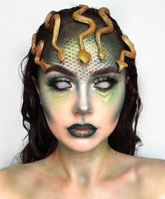 🐍 MEDUSA 🐍 Don't look into her eyes 🙈 ————————————————————— 24 Hour Superstay in True Ivory. Medusa Halloween Costume, Halloween Makeup Looks, 31 Days Of Halloween, Medusa Costume Makeup, Cosplay Makeup, Medusa Make-up, Rowan, Cool Makeup Looks, Maybelline
