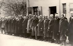 Jewish prisoners lined up prior to their deportation to Dachau concentration camp, November 10, 1938. Yad Vashem Photo Archives 1567/63