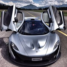 In a Guy's mind Expensive Sports Cars, Exotic Sports Cars, Cool Sports Cars, Super Sport Cars, Exotic Cars, Car Photos, Car Pictures, Dream Car Garage, Mclaren P1